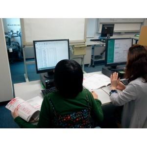 パソコン学習の様子 スクールAKIJOHO 受講の雰囲気